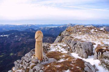 უცნობი არტისტის სკანდალური ინსტალაცია ავსტრიის მთებში
