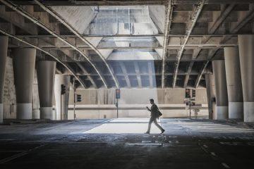 შუქებსა და ჩრდილებს შორის მოქცეული ქუჩები
