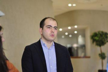 ოპოზიციაში მიაჩნიათ, რომ ხელისუფლება ანაკლიის პროექტზე მოლაპარაკებებს, რუსეთის პოზიციების გათვალისწინებით აჭიანურებს