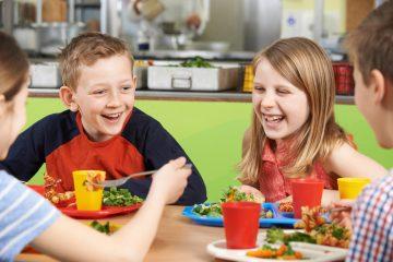 როგორ გამოიყურება მოსწავლეებისთვის განკუთვნილი საკვები მსოფლიოს სხვადასხვა სკოლაში