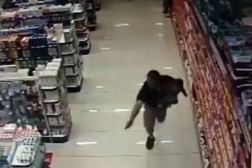 პოლიციელმა შვილით ხელში, ორი მძარცველი მოკლა