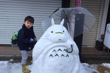 ფოტოები: იაპონელები თოვლით შესანიშნავად ერთობიან