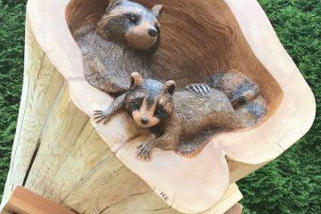 ხისგან გაკეთებული ცხოველების რეალისტური ქანდაკებები