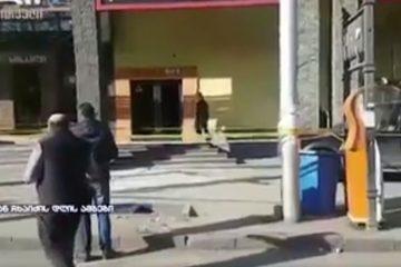 ორბელიანის მოედანზე შენობიდან ჩამოვარდნილი შუშა სკოლის მოსწავლეებს დაეცა