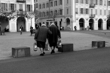 85 წლის ტყუპი დები ნიცადან, რომლებიც საყიდლებზე ერთად დადიან