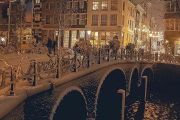 თოვლით დაფარული ამსტერდამის ქუჩები