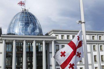 პრეზიდენტის სასახლეზე, საბჭოთა ოკუპაციის დღესთან დაკავშირებით, სახელმწიფო დროშა დაეშვა