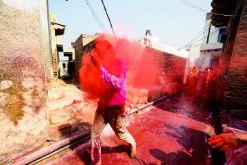 ინდოეთში ფერების ულამაზესი ფესტივალი ჩატარდა