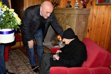 სამეგრელო-ზემო სვანეთის გუბერნატორმა 108 წლის ვენერა გაწერელიას იუბილე და ქალთა დღე მიულოცა