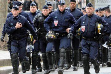 საფრანგეთში უცნობი მძღოლი მანქანით სამხედროებზე დაჯახებას შეეცადა