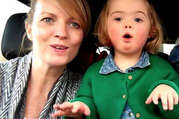 50 დედა დაუნის სინდრომის მქონე შვილებთან ერთად კარაოკეს მღერის