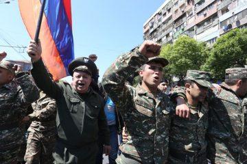 """""""ერევანში მომიტინგეებს სამხედროები შეუერთდნენ"""" – სომხური მედია"""