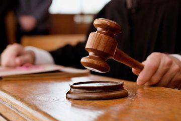 სასამართლომ ოჯახში ძალადობაში და ოჯახის წევრის ქონების დაზიანებაში ბრალდებული დამნაშავედ ცნო
