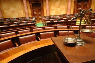 სასამართლომ მეუღლის ჯანმრთელობის განზრახ მძიმე დაზიანებაში ბრალდებულს 4 წლით თავისუფლების აღკვეთა მიუსაჯა