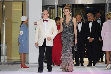 მონაკოს პრინცესამ Red Cross Gala ყველა სტუმარი მოხიბლა