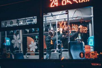 თბილისში მგზავრებს საახალწლოდ გაფორმებული ავტობუსები მოემსახურება