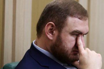 რუსეთის ფედერაციის საბჭოს სენატორი ორი ადამიანის მკვლელობისა და დანაშაულებრივი ჯგუფის შექმნის ბრალდებით დააკავეს