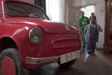 პეკინზე, კედელში გაჭედილ ავტომობილს ტექინსპექტირებას უტარებენ