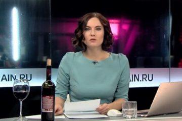 «Дождь»-ის ტელეწამყვანი ეთერში ქართული ღვინის ბოთლით გამოჩნდა