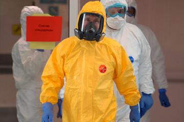 პუტინმა კორონავირუსით ინფიცირებული ავადმყოფები ყვითელი ფერის სპეცტანსაცმელით ინახულა
