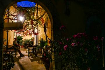იტალიური კურორტი ტურისტებს ხარჯებს დაუფარავს