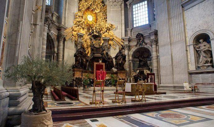 რომის პაპი წმინდა პეტრეს ცარიელ ტაძარში – კათოლიკური ბზობა
