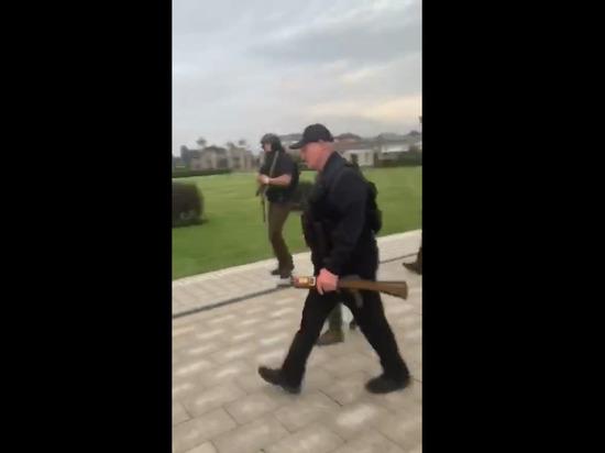 ლუკაშენკო ავტომატით შეიარაღებული გამოვიდა ძალოვანებთან შესახვედრად (ვიდეო)