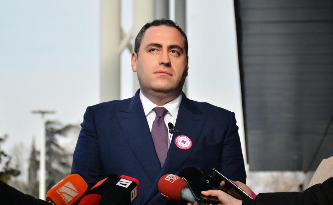 """სხვა პარტიის ლიდერების განცხადებებს ნაკლებად ვუსმენ, ჩვენთვის მთავარია გონს მოვიყვანოთ """"ქართული ოცნება"""""""