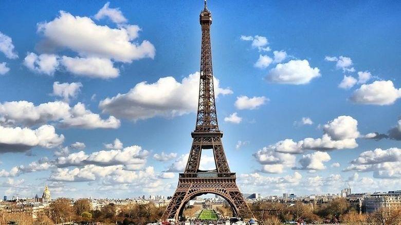საფრანგეთის 9 ქალაქში, მათ შორის, პარიზში კომენდანტის საათი და საგანგებო მდგომარეობა გამოცხადდა