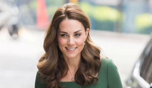 მსოფლიოში ყველაზე გავლენიანი სამეფო ოჯახის წევრმაZara-ს 15-დოლარიანი კაბა მოირგო