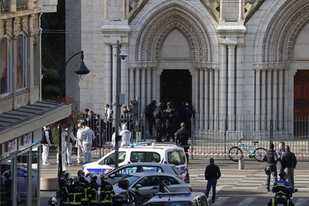 ნიცაში დანით შეიარაღებულმა თავდამსხმელმა სამი ადამიანი მოკლა