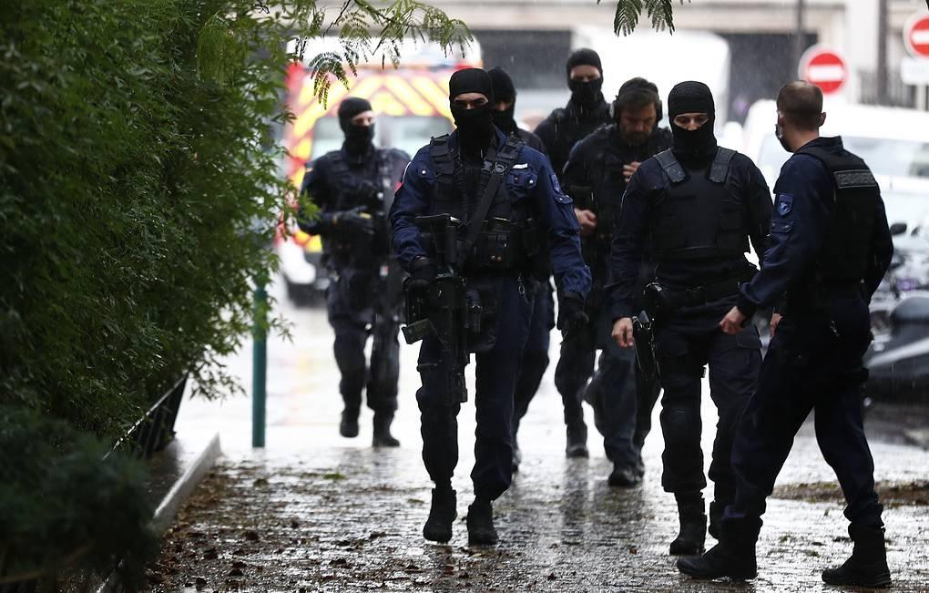 Reuters– პარიზის ცენტრში, ტრიუმფალური თაღის მიმდებარე ტერიტორიაზე ევაკუაცია მიმდინარეობს