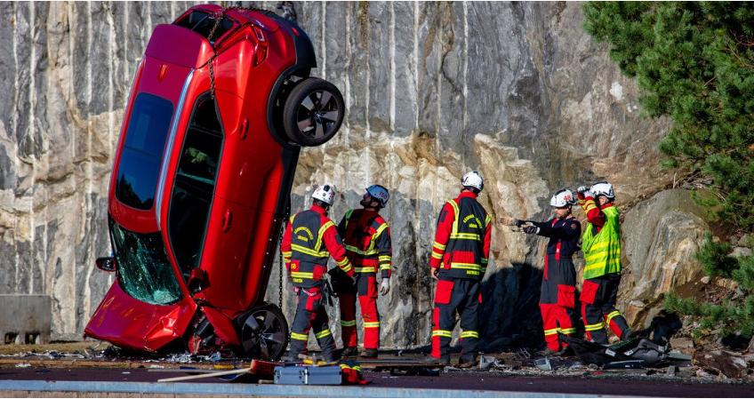 ვოლვოს ისტორიაში ყველაზე ექსტრემალური ქრაშ-ტესტი – ახალი ავტომობილის 30მ. სიმაღლიდან ვარდნა