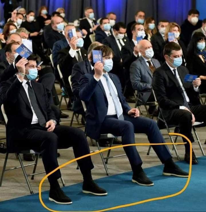 რა ღირს ფეხსაცმელი, რომელიც მმართველი პარტიის ლიდერებში პოპულარულია?