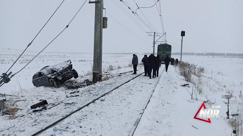 ნინოწმინდაში თოვლის საწმენდი მატარებელი ავტომობილს დაეჯახა – დაშავდა 2 ადამიანი (ფოტოები)