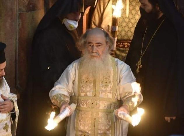 იერუსალიმის პატრიარქი დიოდორე ცეცხლის გარდამოსვლის შესახებ – ეს ცეცხლი არ წვავს. მას სხვა ბუნება აქვს, არა ფიზიკური …