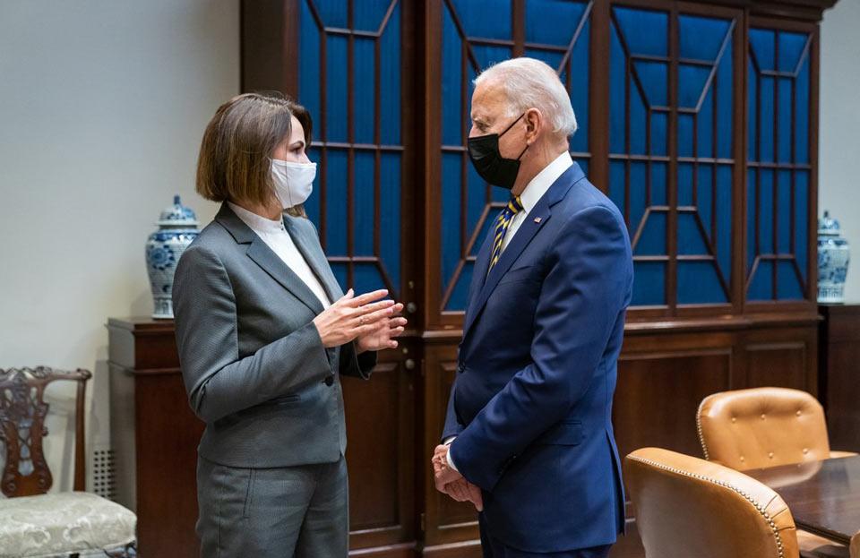 აშშ-ის პრეზიდენტი ჯო ბაიდენი ბელარუსის ოპოზიციის ლიდერ სვეტლანა ციხანოვსკაიას შეხვდა