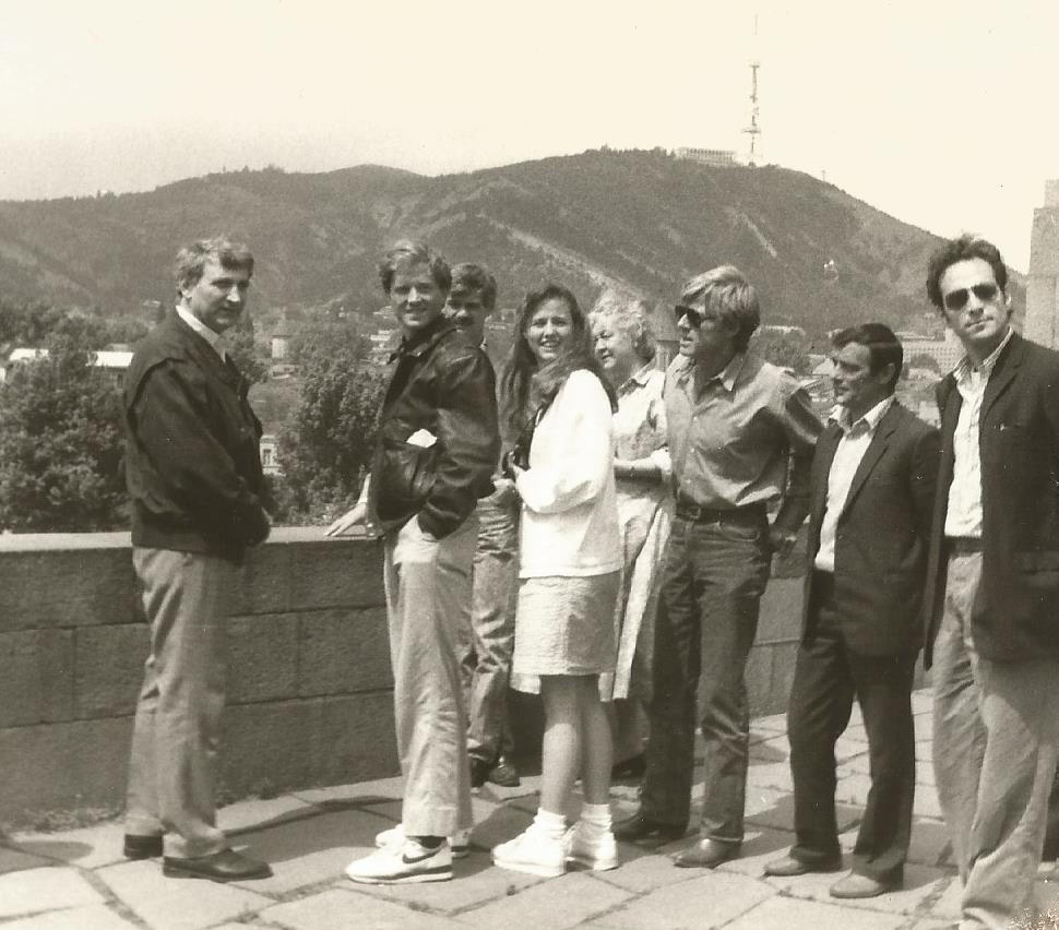 ზურაბ მეძველია: აჰა, დაპირებული ფოტოები …  რობერტ რედფორდი შვილებთან ერთად თბილისში, 1988 წელი